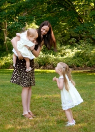 Nicole-Steele-Woodridge-with-daughters