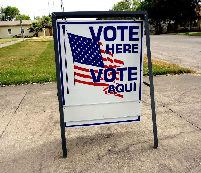 By Jay Phagan from Taft, Texas - Vote Here Sign, CC BY 2.0, https://commons.wikimedia.org/w/index.php?curid=52568213
