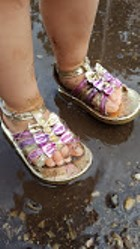 little-girl-sandals-mud-rain