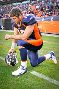 Tim-Tebow-kneeling