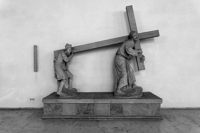 stone-sculpture-two-men-carrying-cross