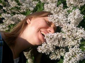 woman-lying-in-lilacs